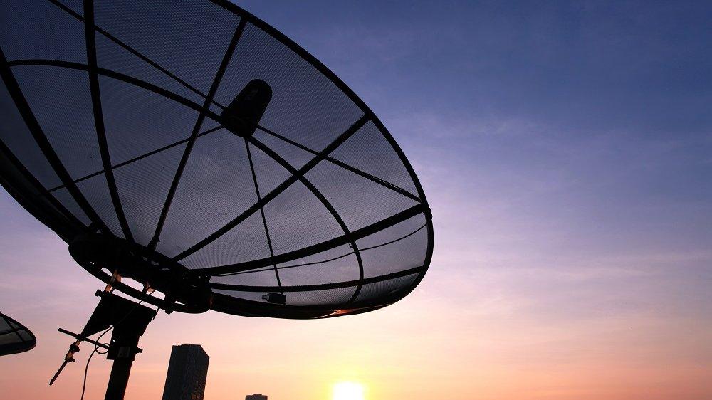 Ved hjælp af satellitter og antenner kan du følge med i, hvad der sker ude i verden. Men hvordan virker teknikken?