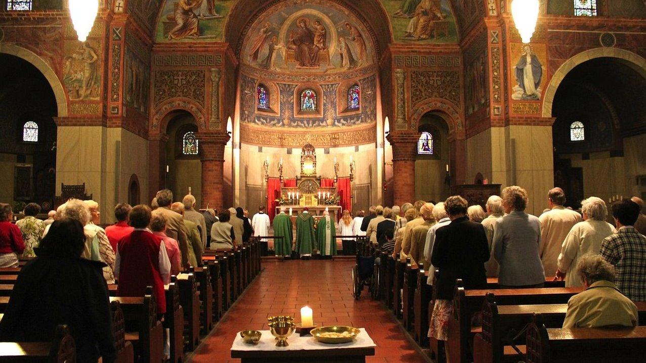 Kirken er rammen om både fællesskab og ritualer i den kristne kirke. Hvilke ritualer og fællesskaber er vigtige for dig?