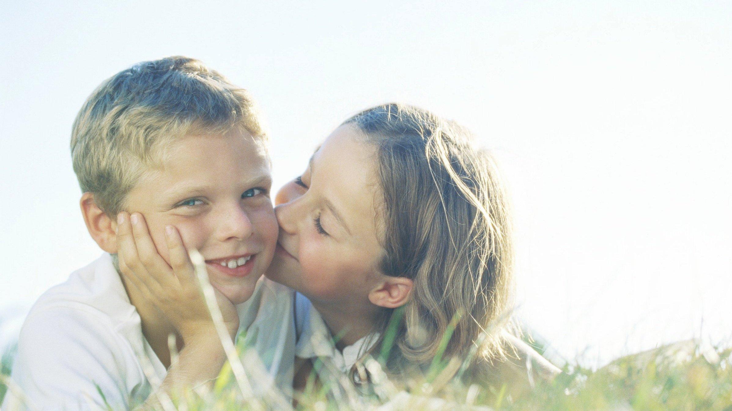 """Kortfilmen """"Ska' vi være kærester?"""" handler om en dreng, der skal gå gennem ild og vand for at vinde pigens sølvhjerte."""