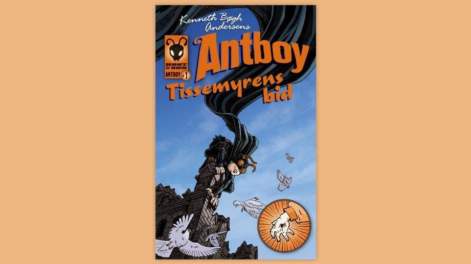 """""""Antboy: Tissemyrens bid"""" er første bog i Kenneth Bøgh Andersens romanserie om drengen Pelle Nørhmann, som gennemgår en forvandling og bliver til Danmarks første superhelt, Antboy."""