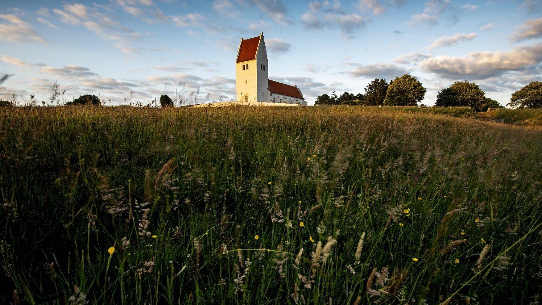 Fanefjord Kirke er en typisk dansk folkekirke. Men hvordan ser andre religioners religiøse bygninger ud?