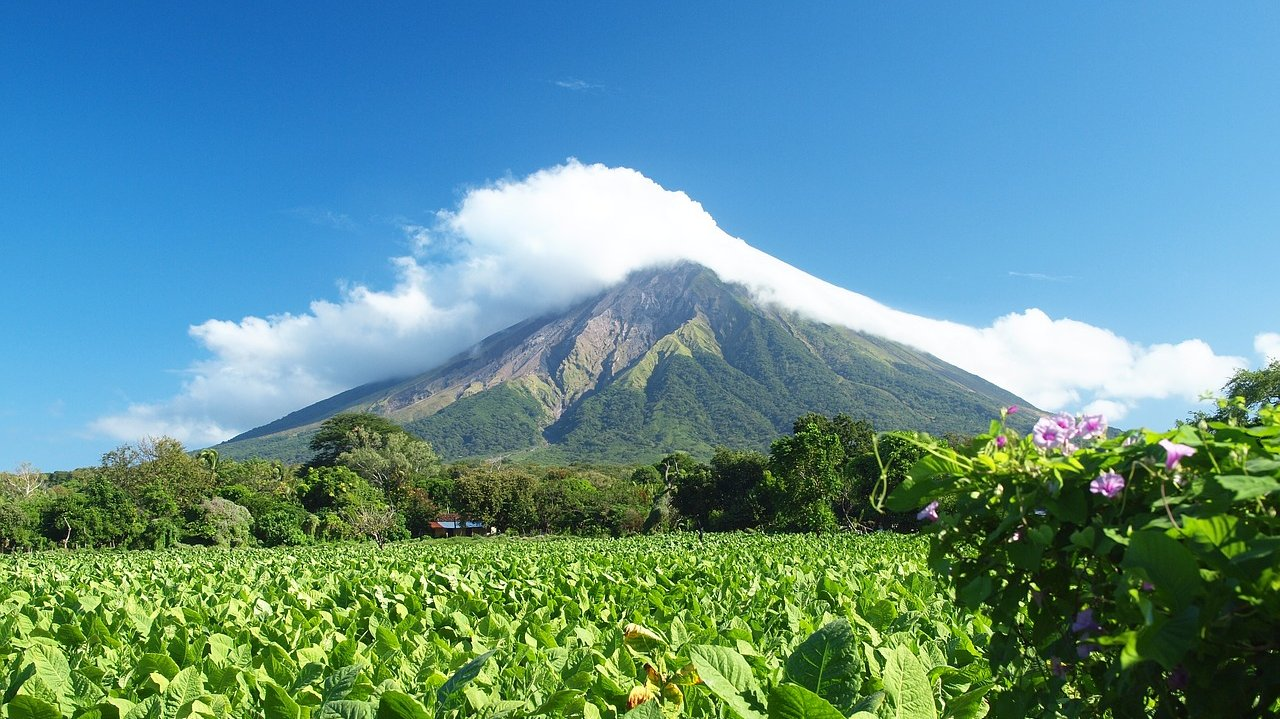 En meget stor del af Nicaraguas befolkning bor tæt på aktive vulkaner.