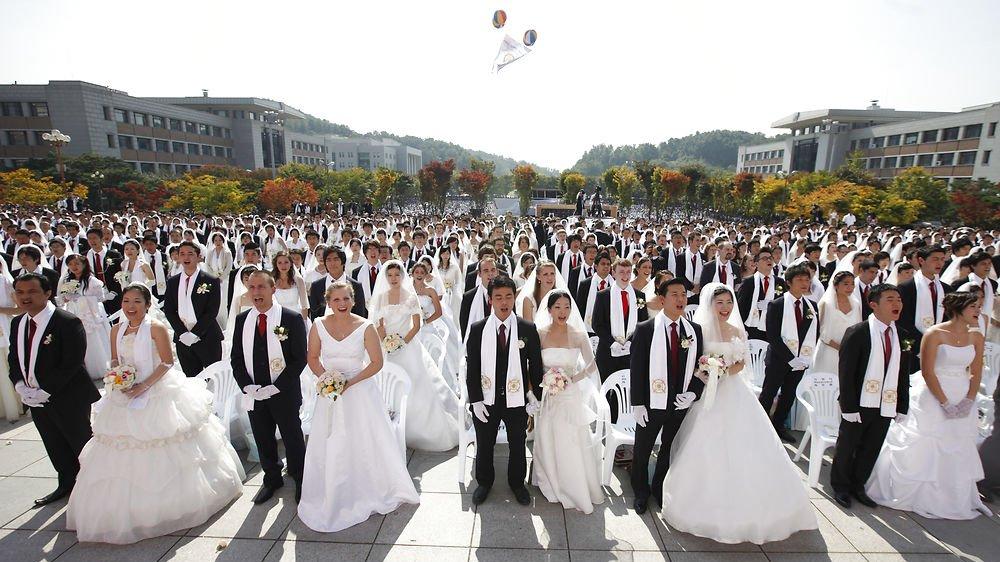 I Moon-bevægelsen er det muligt at blive gift til et massebryllup. Moon-bevægelsen er blot en af de nyere religiøse bevægelser, I kan undersøge i dette forløb.