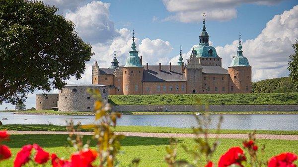 Danmark, Norge og Sverige samarbejdede i Kalmarunionen i middelalderen. Aftalen om unionen blev underskrevet på slottet i Kalmar i 1397.
