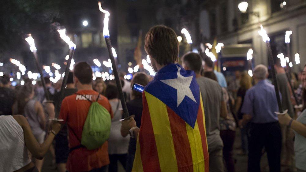 Nogle nationale mindretal ønsker uafhængighed og kæmper for at løsrive sig. Her bærer en ung mand det catalanske uafhængighedsflag ved en demonstration for Cataloniens løsrivelse fra Spanien.