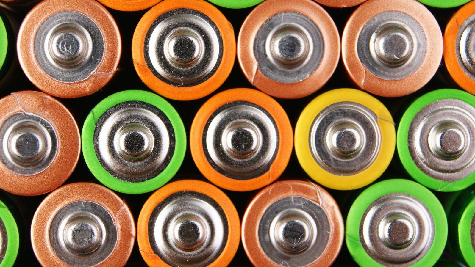Hvordan virker et batteri egentlig?