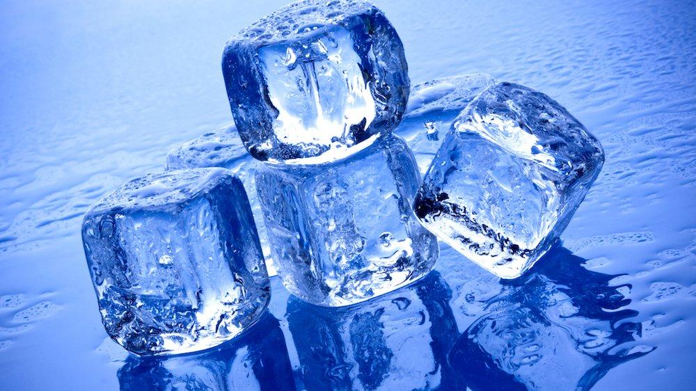 Vand kan være i fast form, flydende form eller i gasform.