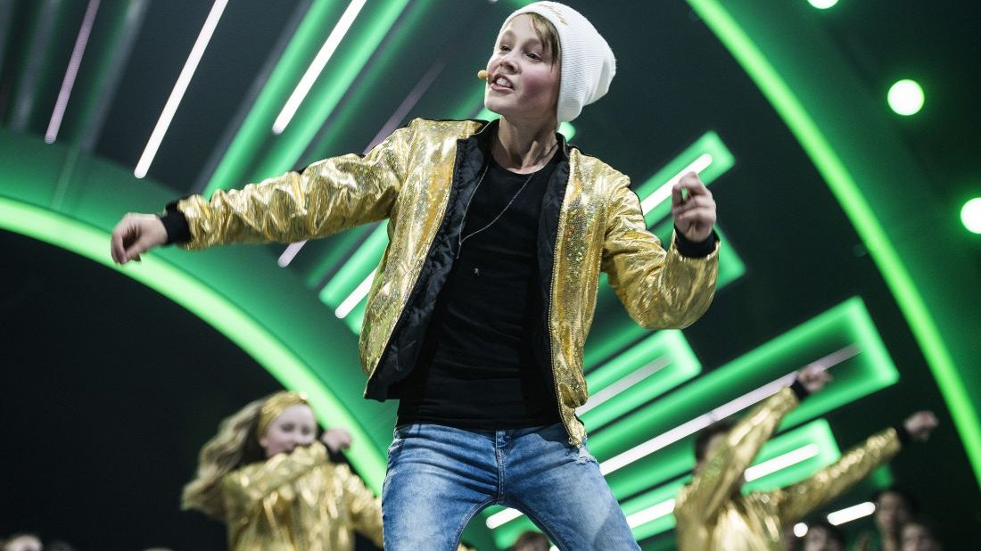Bastian danser derudaf til børnenes melodi grand prix i 2017.