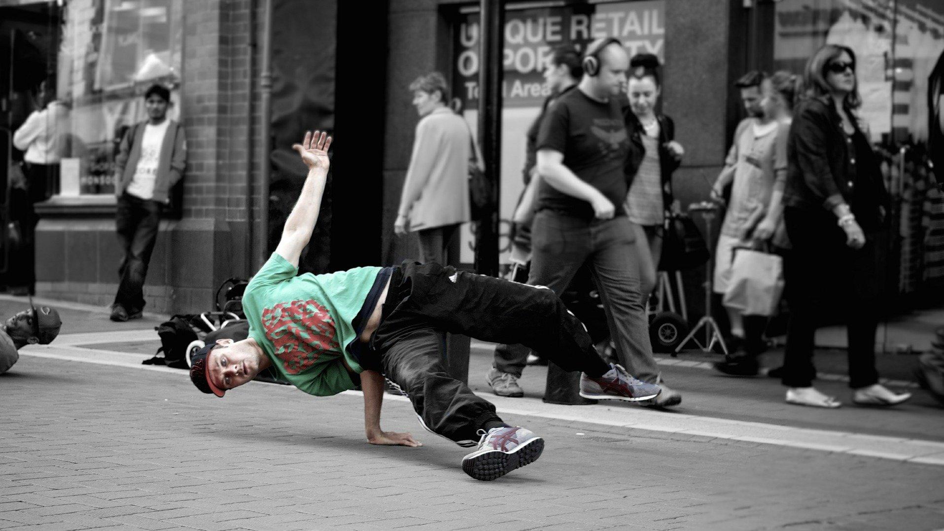 I streetdance handler det om at være cool og have masser af attitude.