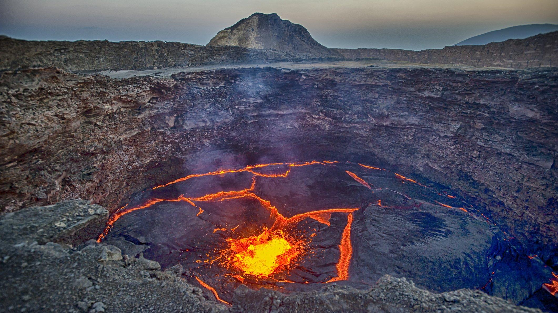 Pladetektonik, jordskælv og vulkaner