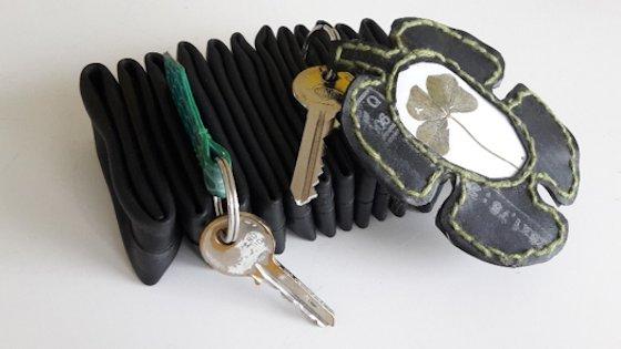 Nøglering og nøglebræt kan være lavet i samme materiale og derfor passe sammen.