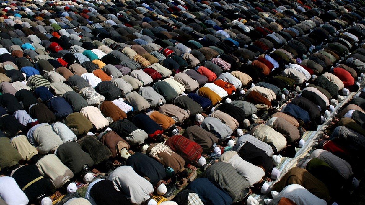 Bønnen er en væsentlig del af måden, man udøver sin tro på i islam. Men ved I, hvad troen er baseret på?