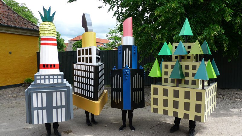 Fire sjove skulpturer lavet af Randi & Katrine. Kan du se, hvad de forestiller?