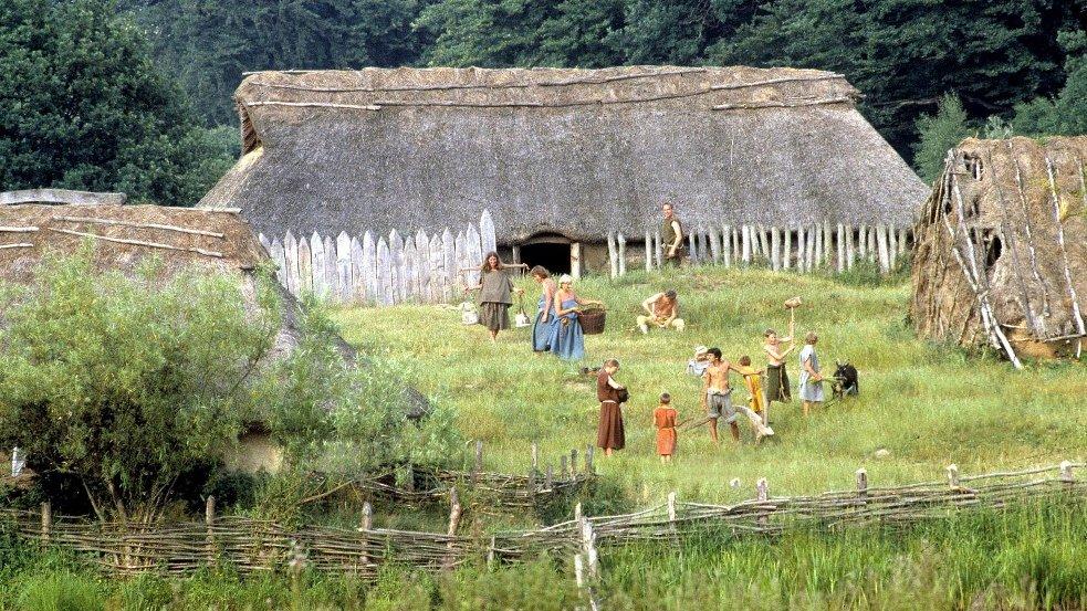 Sådan kan livet i en jernalderlandsby have set ud. I dette forløb skal I lære om livet i Danmark for ca. 2.000 år siden.