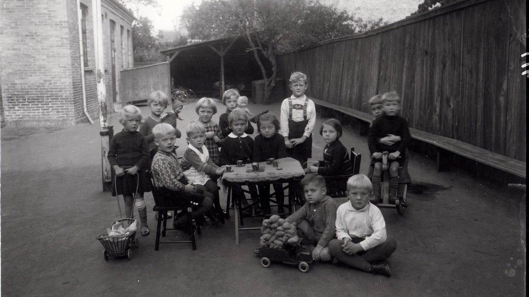 Børnehave i Rønne i 1930'ernes Danmark. I dette årti blev grundlaget for velfærdsstaten skabt.