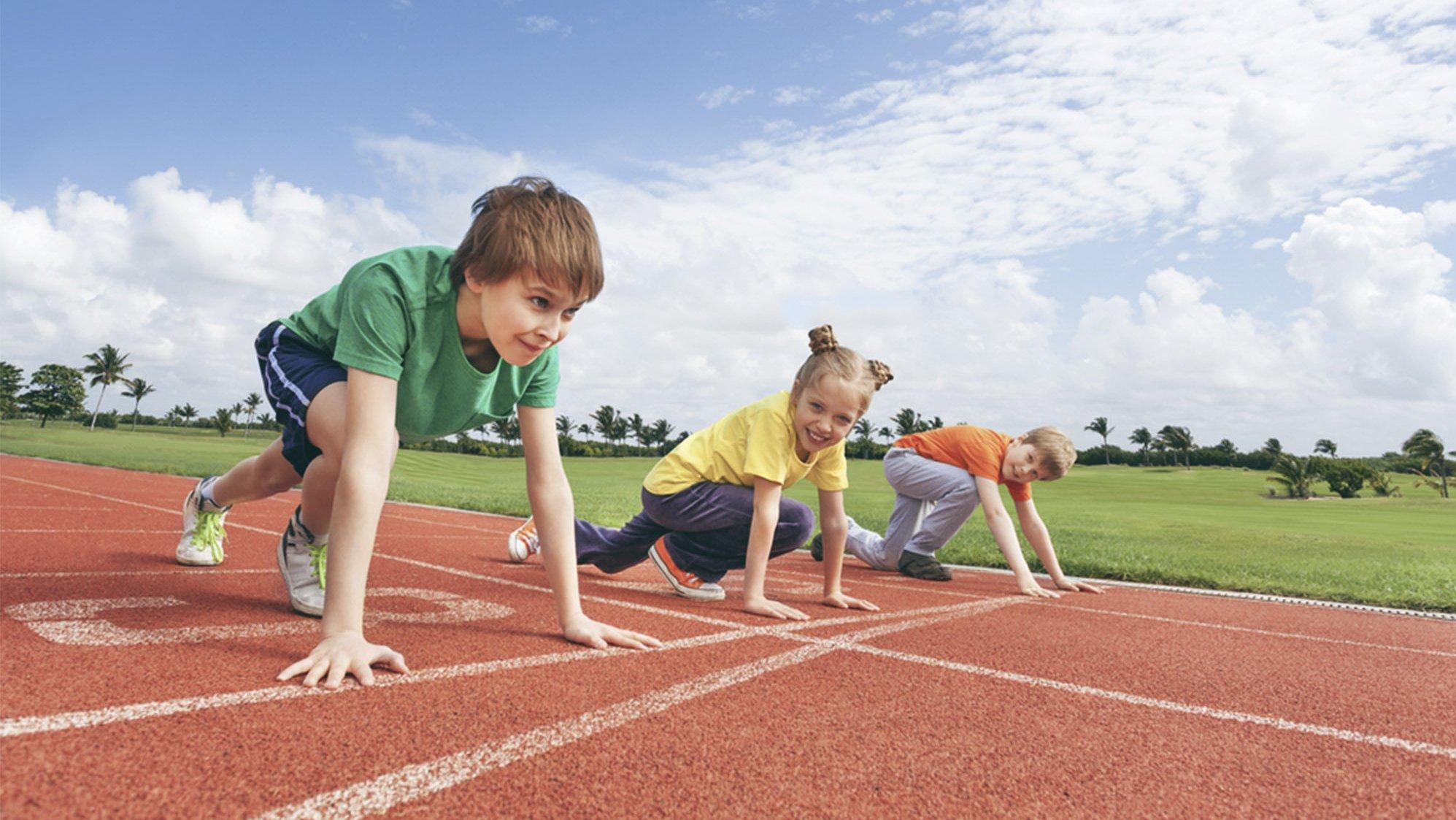 Løb, spring og kast er atletiske discipliner.