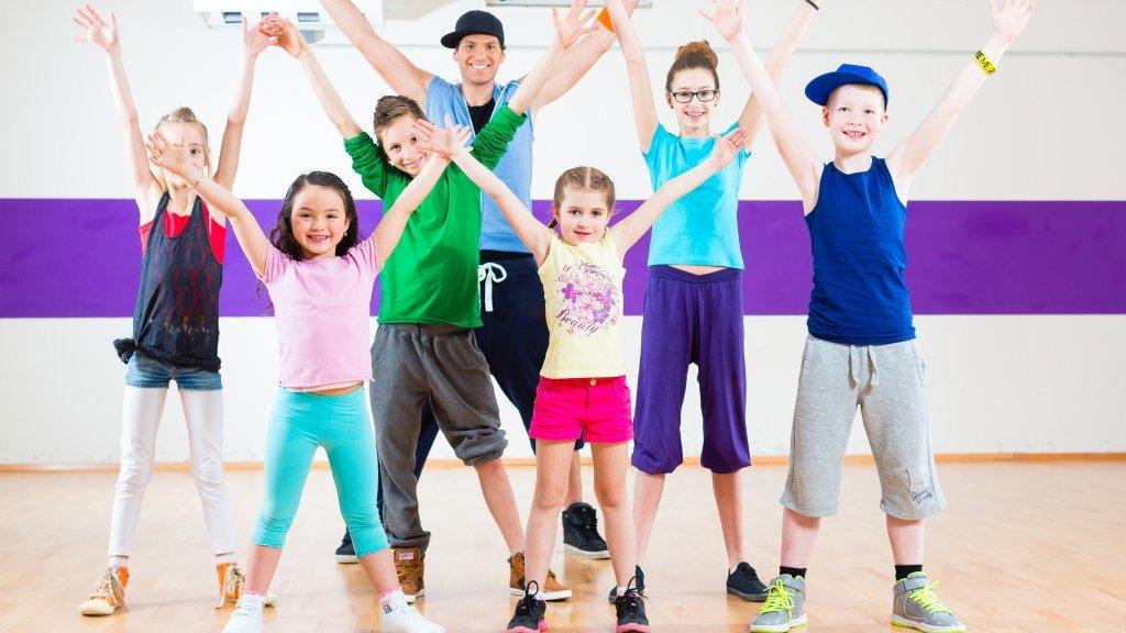 Brug forløbet til at blive dygtigere til at arbejde med blandt andet rytme, takter og dansetrin.