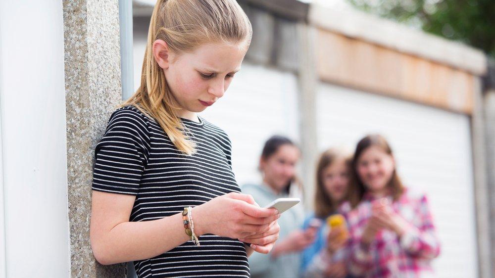 Mobning kan både foregå direkte i klassen, men det kan også foregå på fx sms. Så hedder det digital mobning.
