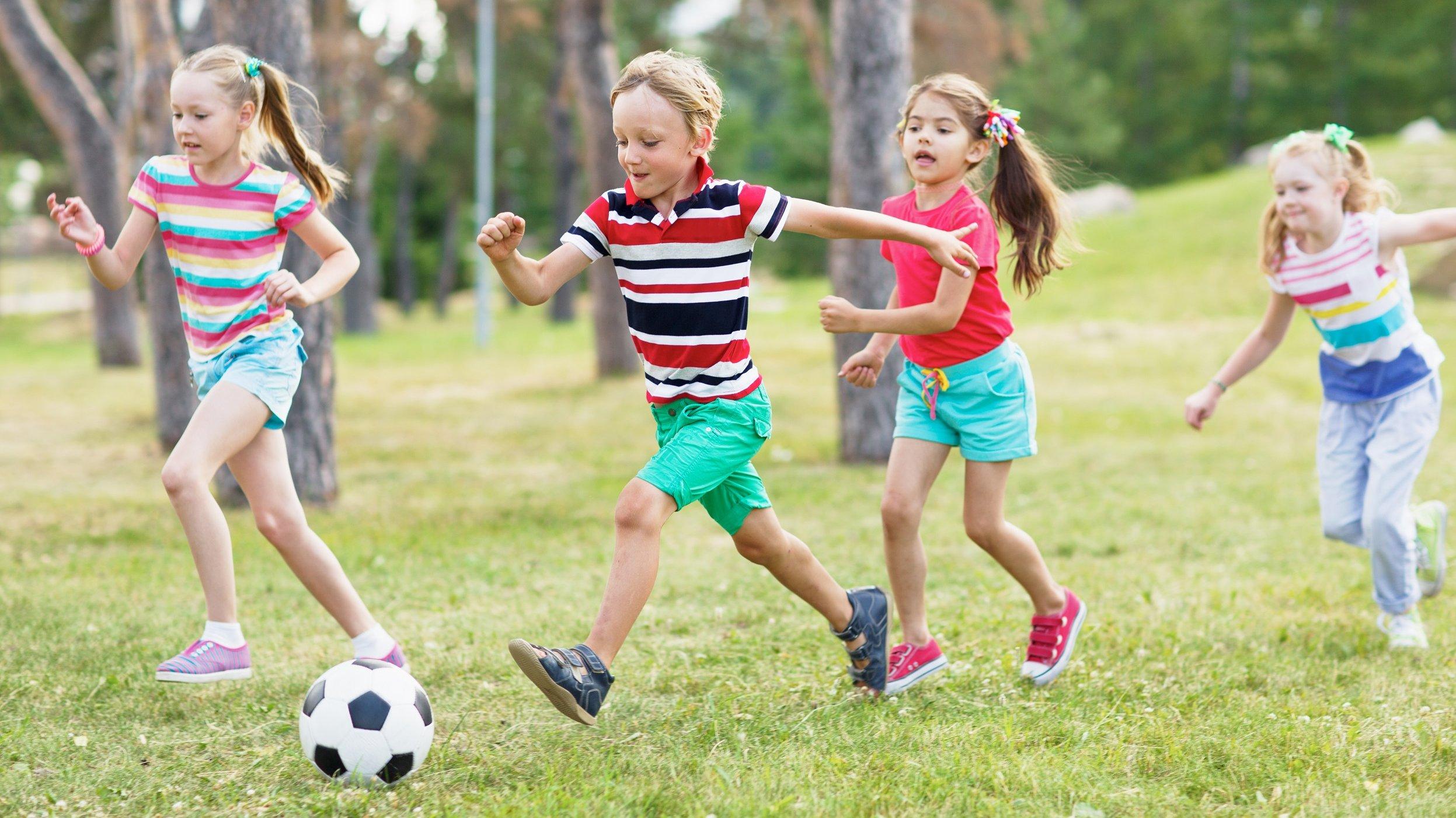 Udeboldspil er boldspil, som du kan spille udenfor.