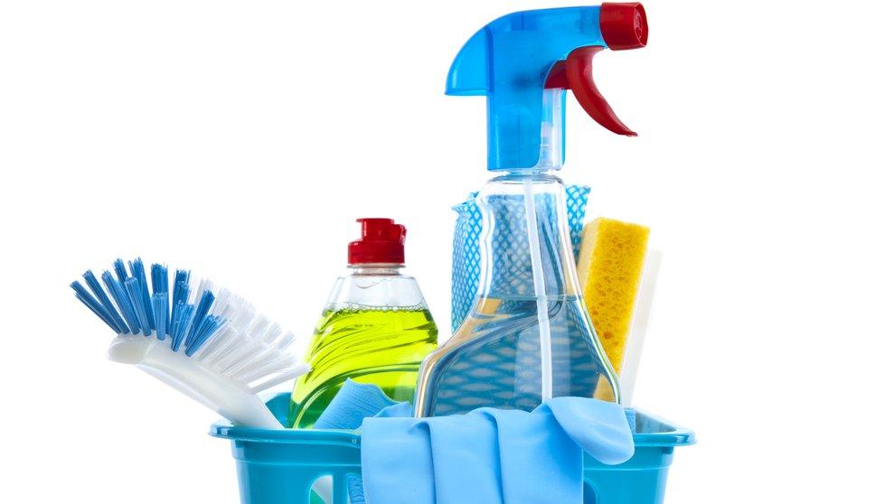 Syrer og baser bruges blandt andet til rengøring.