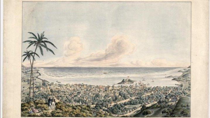For 100 år siden solgte Danmark tre øer til USA. Øerne hed Dansk Vestindien, og der er stadig mange danske navne på byer og gader på øerne. Her ses et gammelt maleri af byen Christiansted, der ligger på øen Sankt Croix.