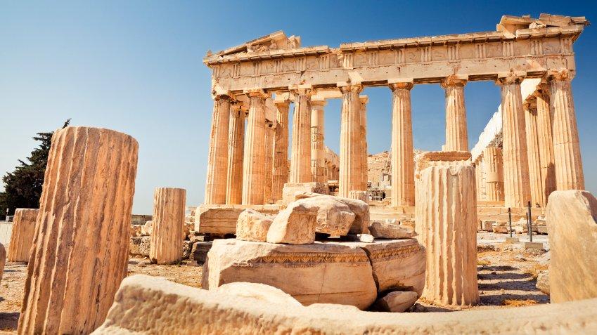 I antikken var Athen og Sparta de dominerende græske bystater. På billedet ses ruinerne af det meget kendte tempel Parthenon i Athen.