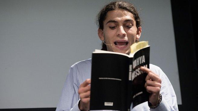 Yahya Hassan blev hurtigt kendt overalt i Danmark. Han nåede at udgive to digtsamlinger.